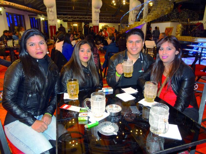 Patricia Gutiérrez, Hael Vélez, Fernando Espinoza  y Jenny Hanko.