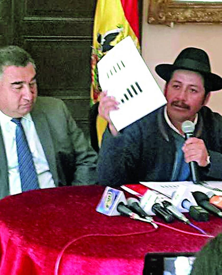 PROMOTORES. El rector Rivero y el gobernador Urquizu se propusieron levantar las ventas.