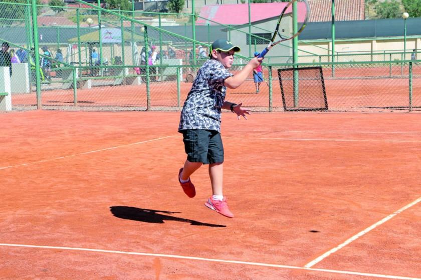 Más de 50 partidos se disputaron en la primera jornada del Torneo Nacional de Tenis Iniciación Sub 10.