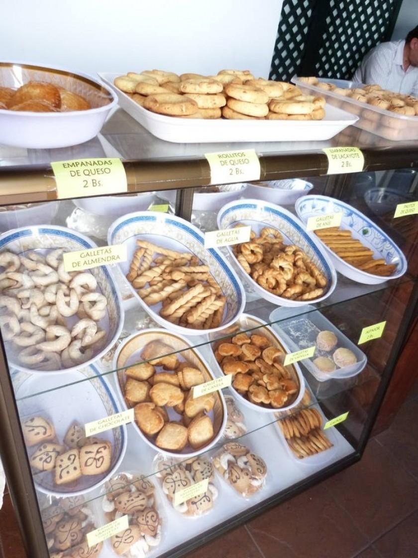 """En la """"Casita de Santa Clara"""", el cafecito ubicado en el mismo convento, en la calle Avaroa, casi esquina Calvo..."""