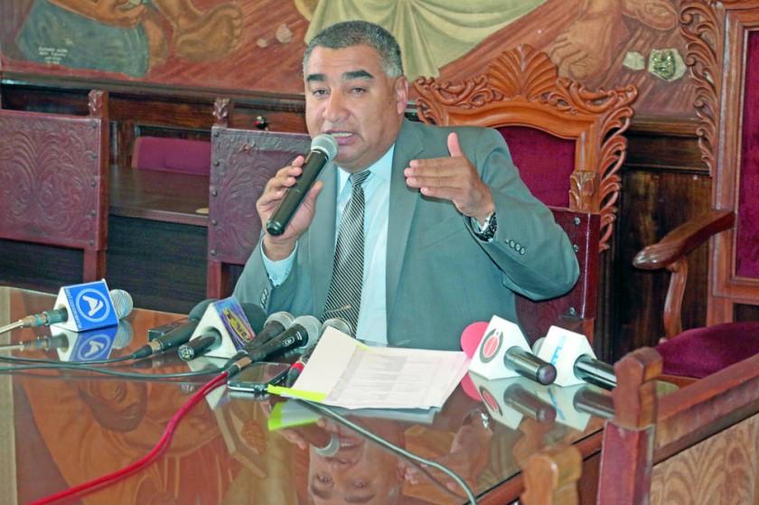 El rector de la Universidad, Eduardo Rivero, decidió no delegar a nadie en el cargo de Presidente del club.
