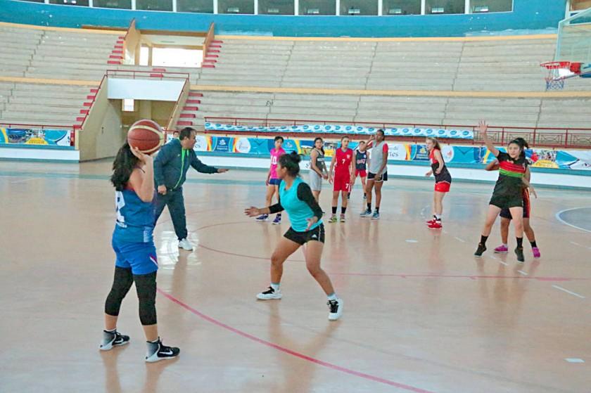 La selección nacional sostuvo ayer su primer entrenamiento en el coliseo Polideportivo de Garcilazo.