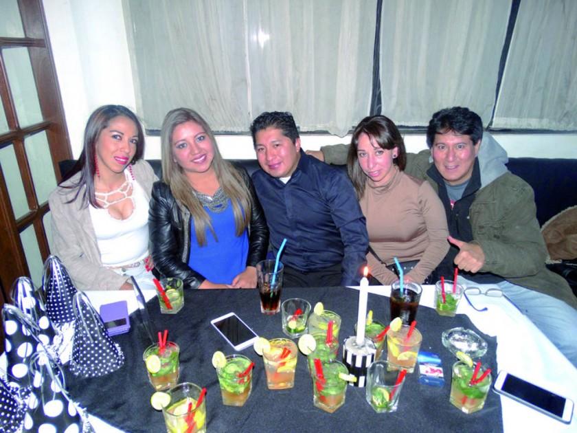 Patricia Moscoso (segunda izquierda) celebró sus cumpleaños.