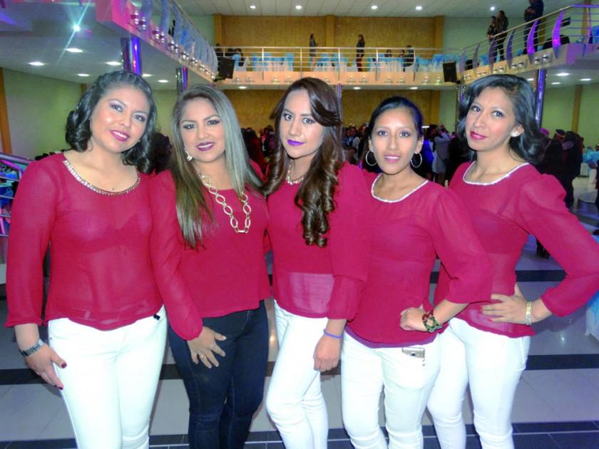 Organizadoras promoción 2006: Pamela Osino, Tatiana Ortiz,  Grecia Cruz, Claudia Peralta y Maribel Choqueticlla.