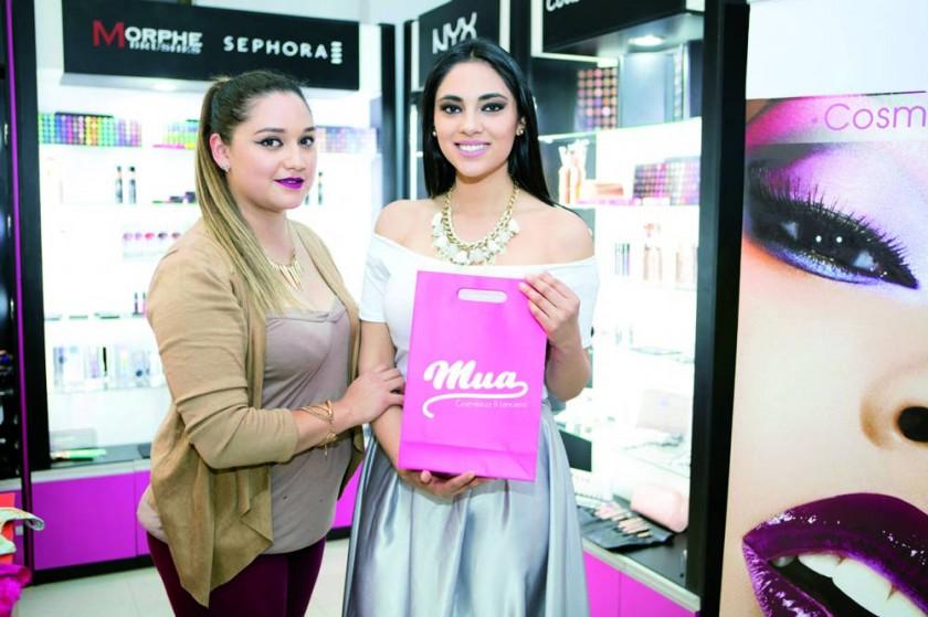 Mua Cosméticos y Lencería: Valeria Ramos y Paola Flores.