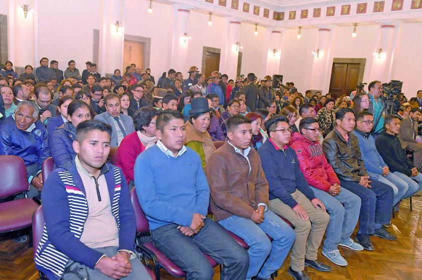 ACTO. Los bolivianos sentenciados en Chile fueron recibidos ayer en Palacio de Gobierno.