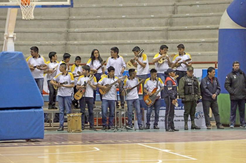Los niños y jóvenes del Colegio Don Bosco demostraron sus talentos musicales.