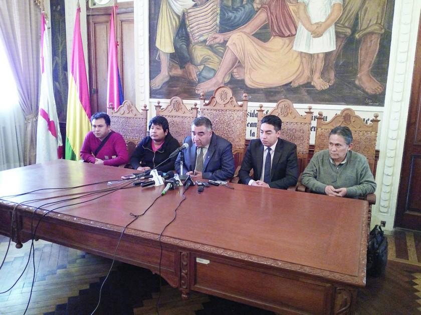 La salida de Daniel Córdoba fue anunciada ayer, en una conferencia de prensa, en el salón del Rectorado.