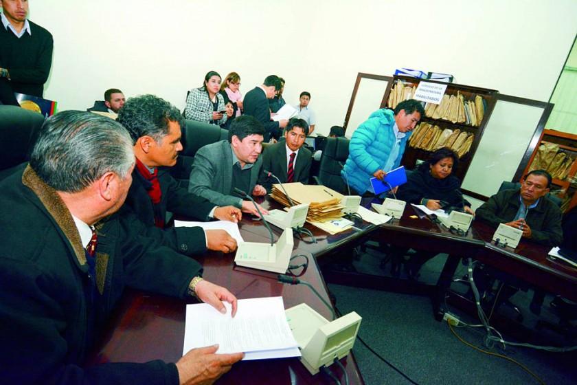 Aprueban 74 de 95 candidatos y observan examen