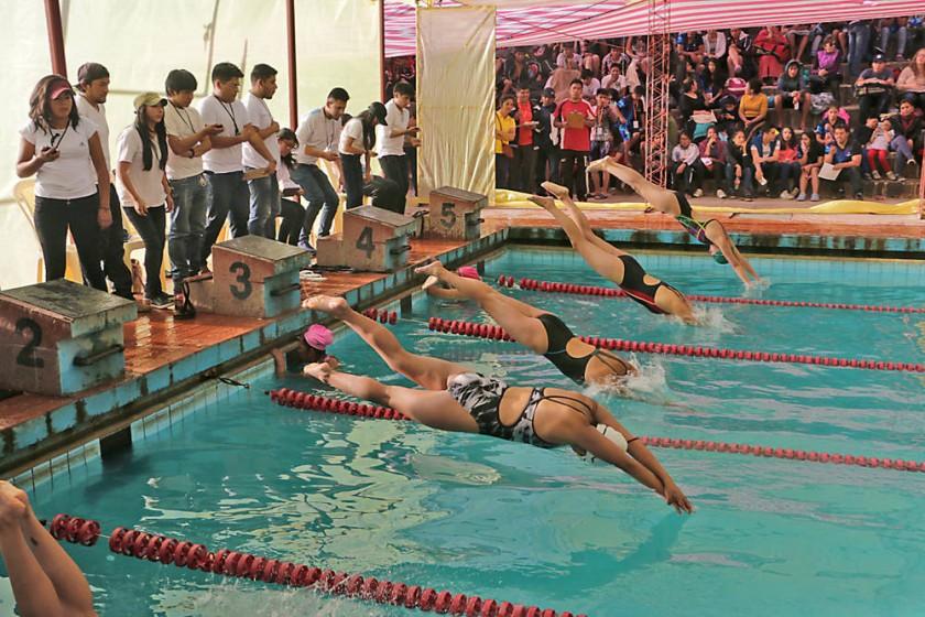 Ayer se puso en marcha la Liga B de natación, en la piscina del parque Bolívar.