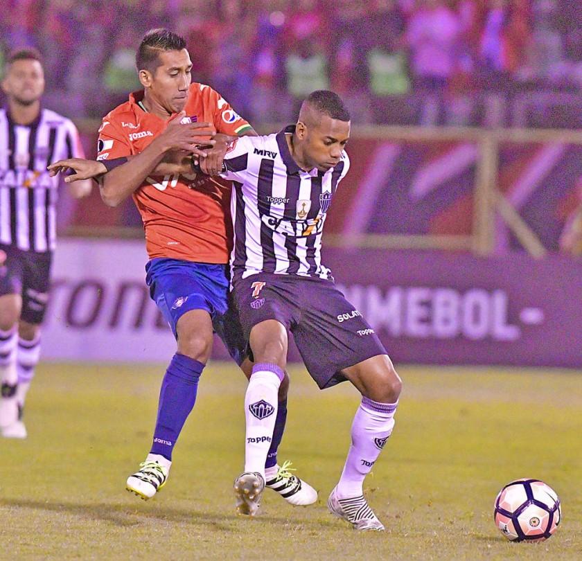 Pasajes del partido entre Wilstermann y Atlético Mineiro, disputados anoche, por la Copa Libertadores de América.