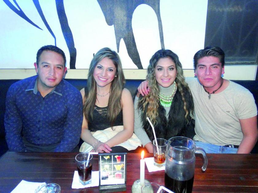 Hugo Escobar, Ivana Espada, Tania Escobar  y Juan Pablo Villegas.