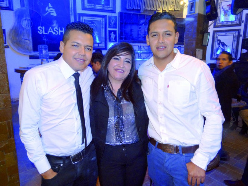 Jorge Gonzales, Carmen Campero y Cristian Gonzales.