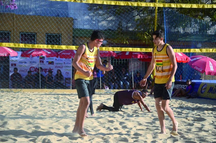 Bolivia, firme en voleibol de playa