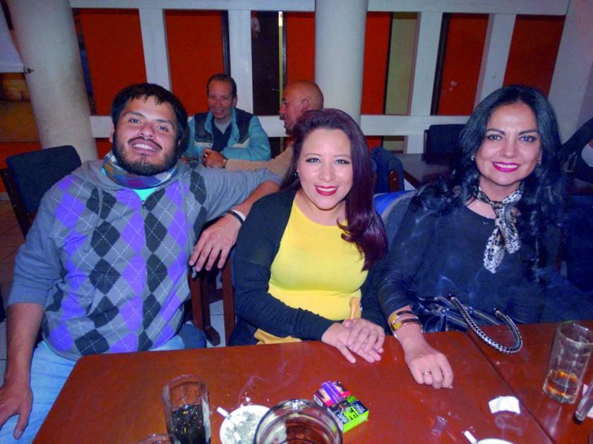 Paco, Karina y Rosario.