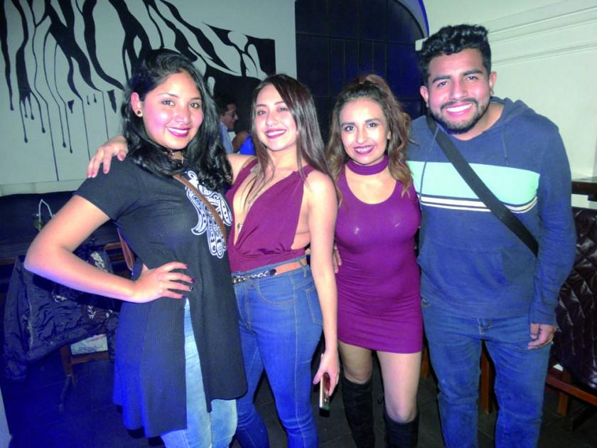 Natalia Barja, Alejandra Tapia, Stephanie Sharkey y Franz Enríquez.