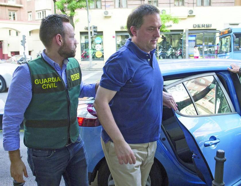 El presidente de la RFEF Ángel María Villar y su hijo, Gorka Villar, fueron detenidos por presuntas...