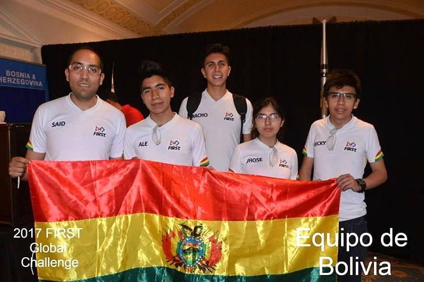 El equipo boliviano de robótica que participó en el First Global de EEUU. Foto: Gentileza