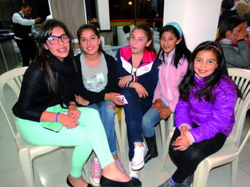 Fernanda Fortún, Aranzazú Villanueva, Carmen Julia Quezada, Abril Quezada y Flavia Quezada.