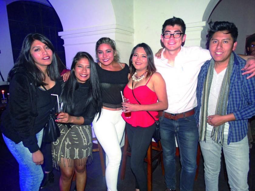 Paola, Luciana, Katherine, Pao, Francisco y Dj Giam.