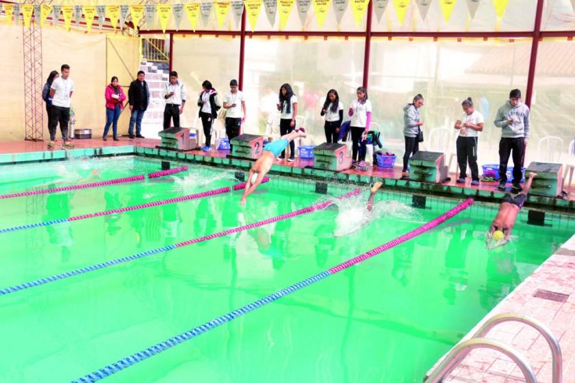 Las pruebas náuticas se desarrollaron en la piscina del parque Bolívar.