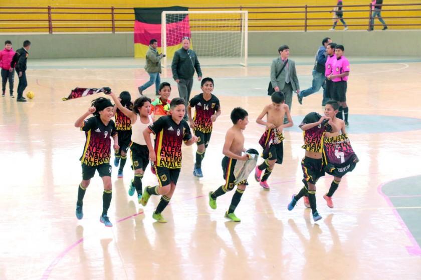 El colegio Boliviano Alemán se coronó campeón por anticipado en futsal.