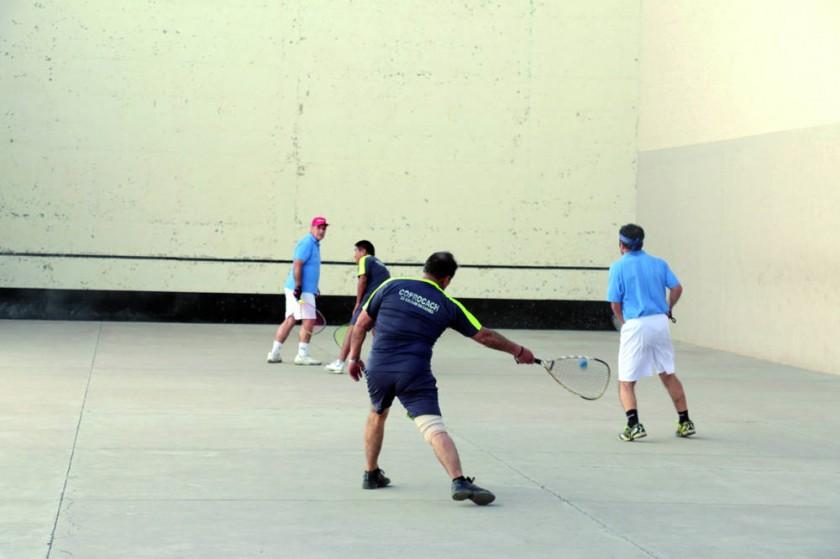 Las finales de raqueta frontón y pelota de mano se disputaron ayer, en el estadio Patria.