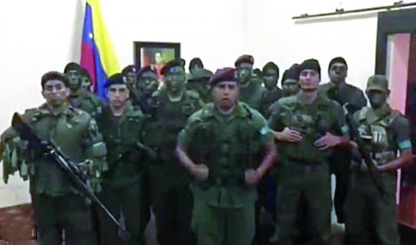 Asalto frustrado a una base militar hunde en  su crisis a Venezuela