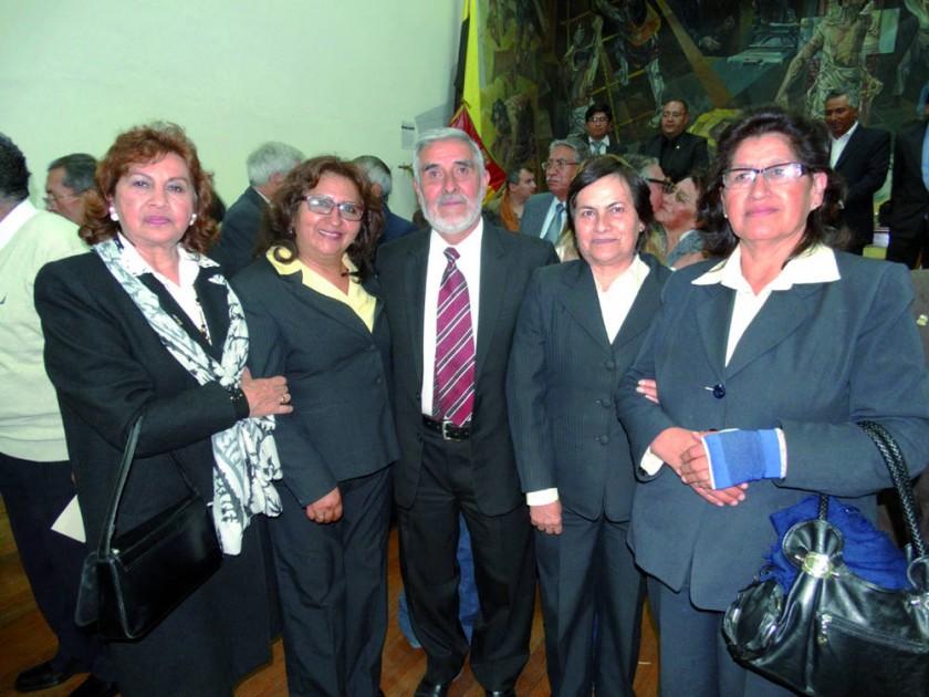 Gladis Mejía, Irma Siñani, Juan Carrasco,  Yolanda Amador y Edilberta Zamorano.
