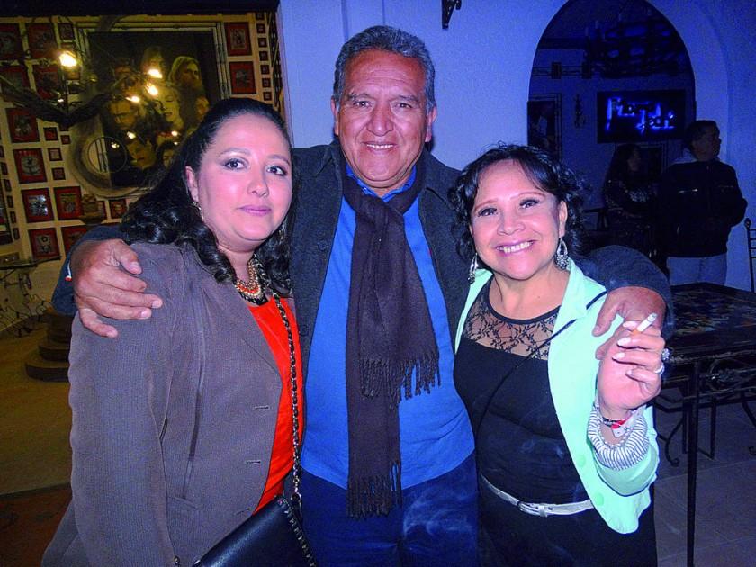 Aneliz Caballero, Eduardo de la Quintana y Lourdes Téllez.
