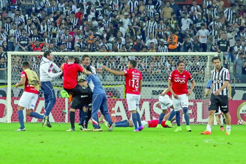 El festejo de los jugadores aviadores al final del partido ante Atlético Mineiro, que les dio la clasificación a los...