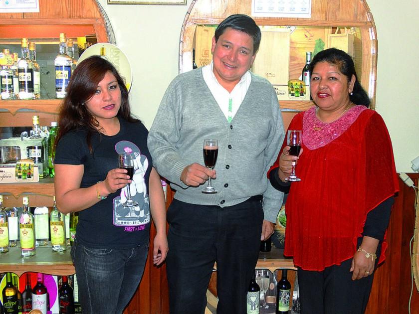 Karina Uribe, Juan Pablo Donoso y Roxana Cuellar.