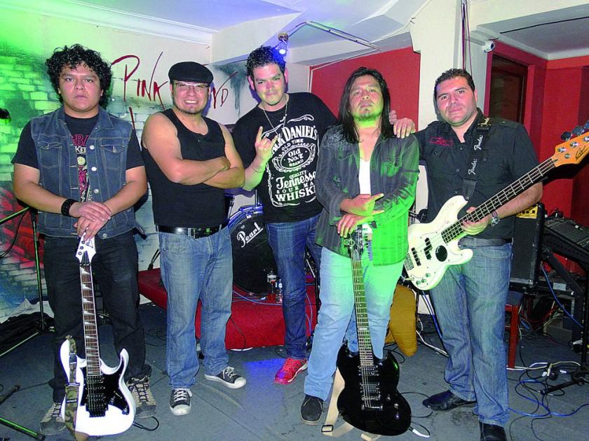 Músicos que interpretaron a AC/DC.