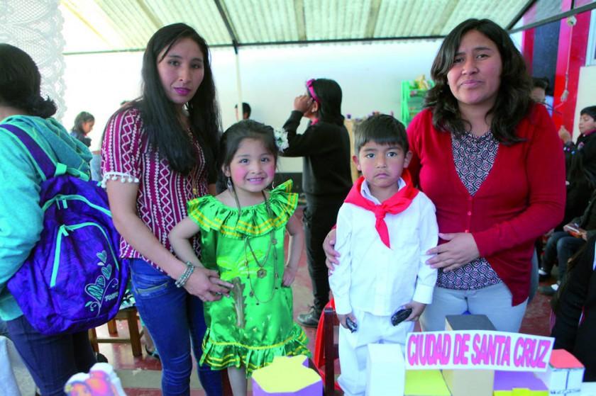 Santa Cruz: Arminda Bracamonte, Alejandra Cruz, Mateo Segovia e Iblin Padilla.