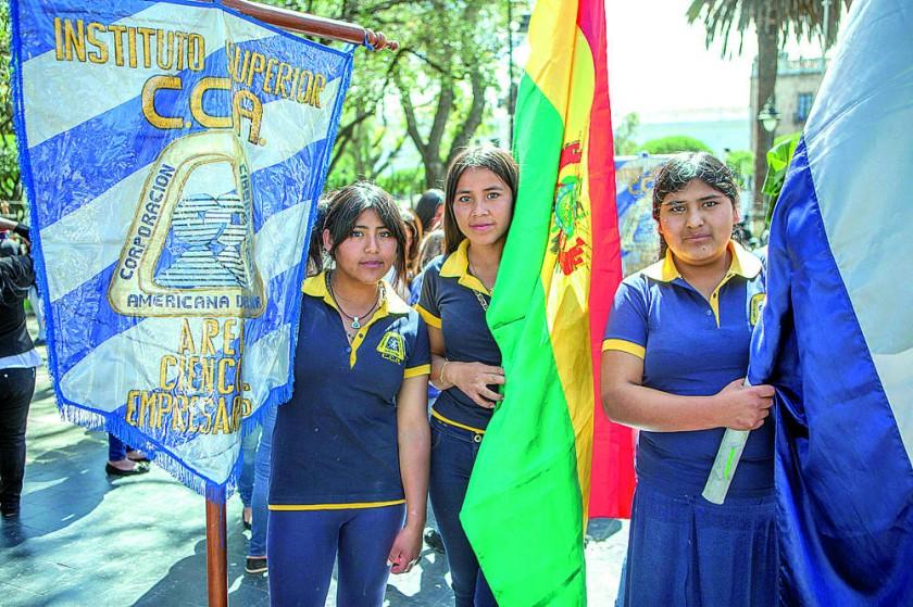 María Luz Almendras, Cilda Flores y Valeria Barrón.