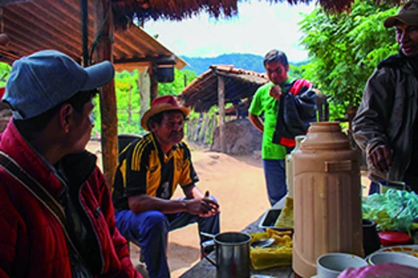 'Don Boni', un líder nato en un pueblo de niños y de longevos