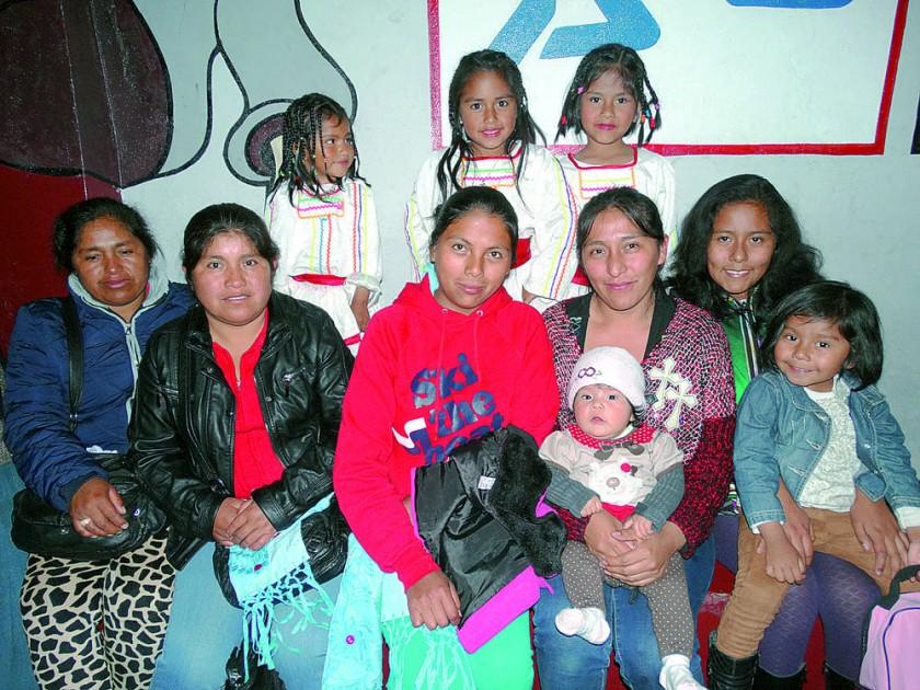 Arriba: Jhemmy Lázaro, Paola Palacios y Shayda Villanueva. Abajo: Alejandra Camacho, María Camacho, Eva Ávila...