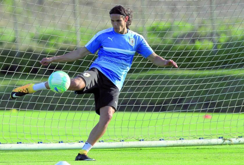 Edinson Cavani y Lionel Messi son las principales cartas de gol para el clásico rioplatense.