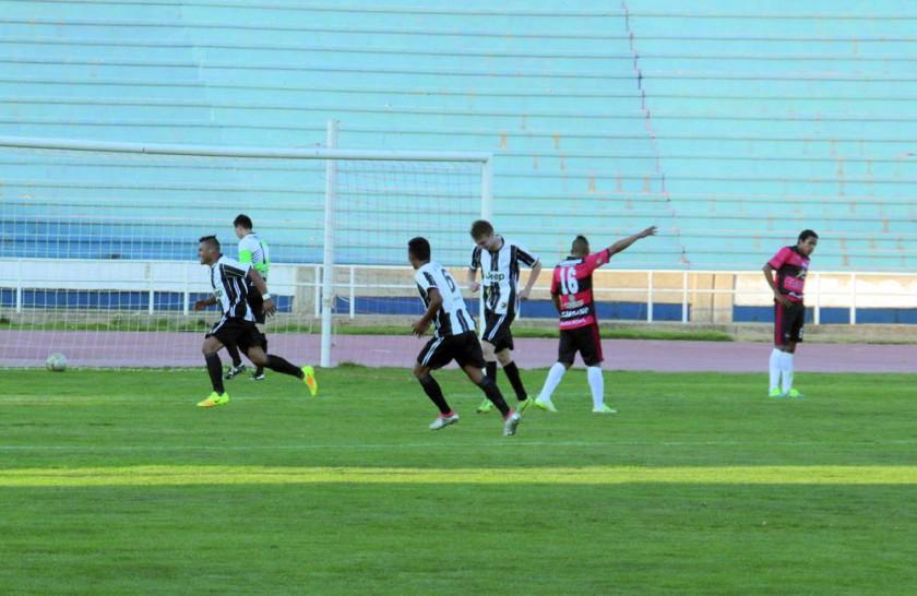 Atlético ganó el duelo de equipos chuquisaqueños.