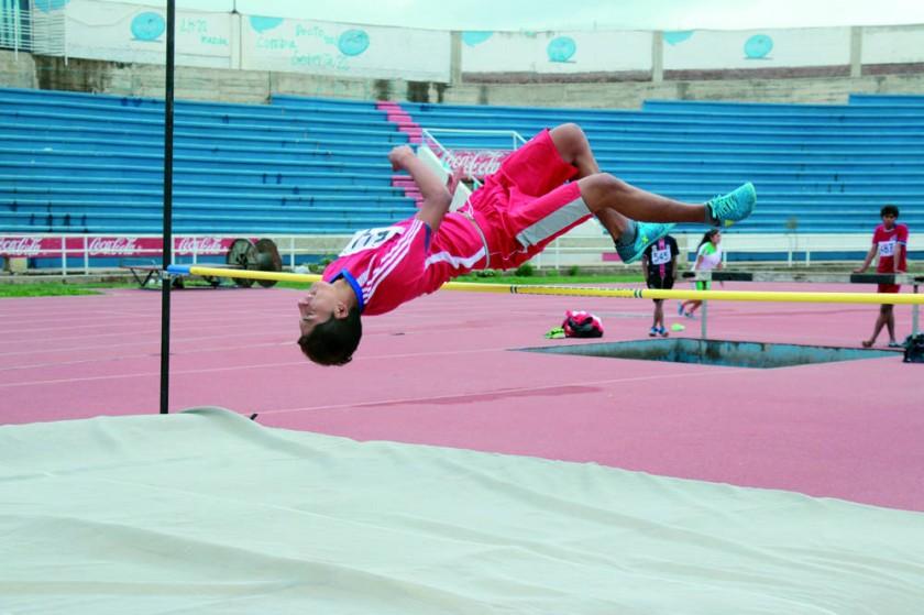 Las pruebas de atletismo de la fase departamental se desarrollaron ayer, en la pista atlética del estadio Patria.