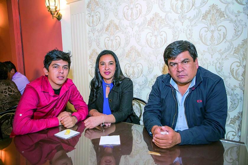 Rodrigo Aguilar, Ivonne Mazuelos y Omar Aguilar.