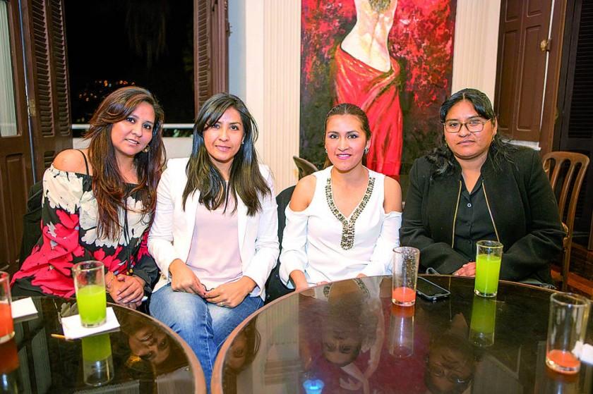 Claudia Portuguéz. Silvia Molina, Lenndy Colque, y Ana María Urquizu.