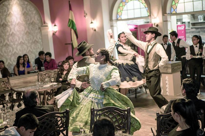 El Ballet Gil Dance interpretó  las tradicionales danzas  bolivianas.