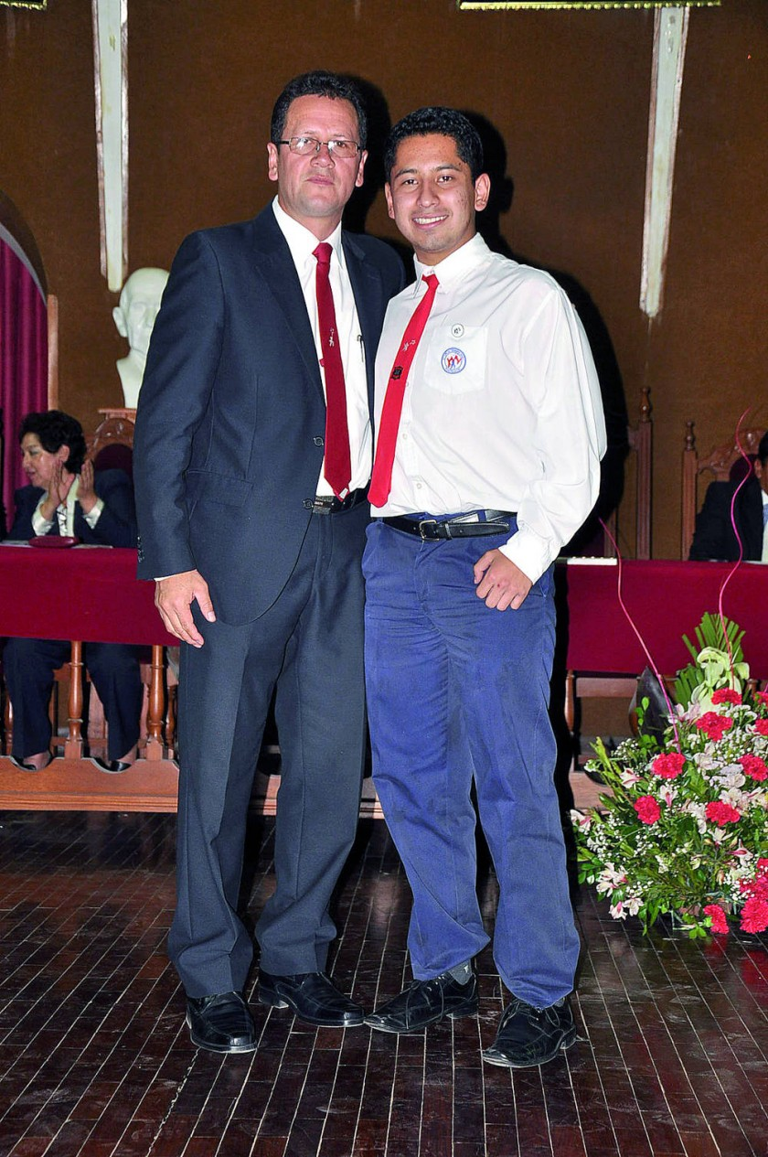 Wilmer Pérez y el alumno fundador Marcelo Gutiérrez Carvajal.