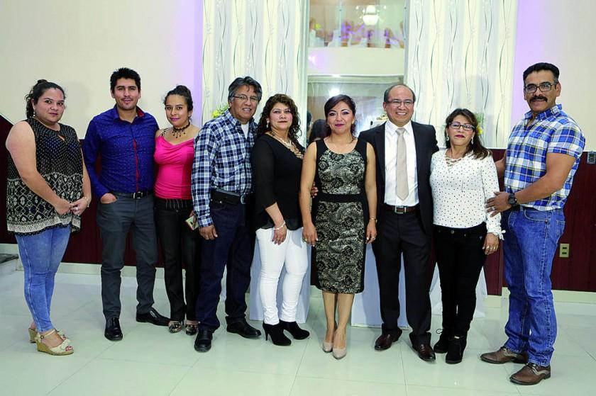 Gregorio Valverde junto a sus amigos.