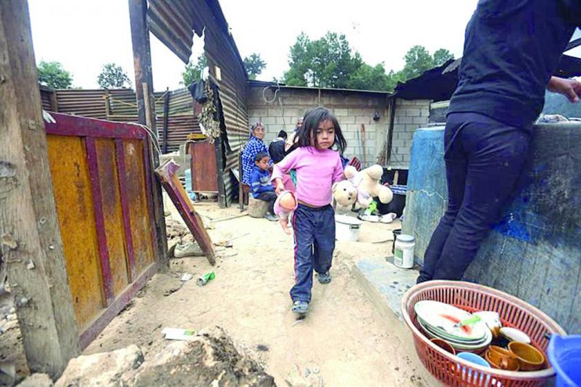 México de luto intenta levantarse tras el sismo más fuerte en un siglo