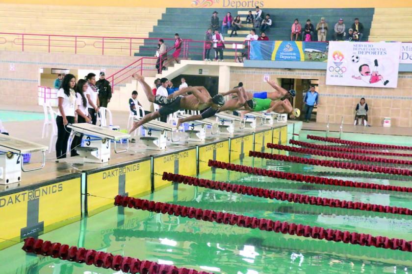 Los nadadores sucrenses cumplieron los pronósticos y consiguieron todas las medallas en juego de la primera jornada...
