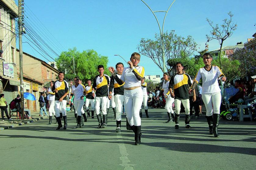 JUVENTUD. Los bailarines de Flor de Lapacho mostraron sus coreografías en la chacarera.