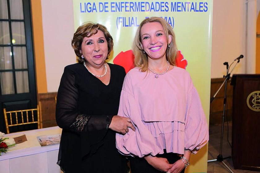 Presidenta saliente Marianela Valda Domínguez y Cecilia Paravicini De los Ríos, presidenta entrante.