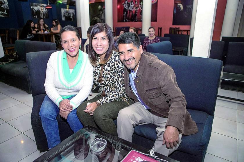 Martita Becerra, Kathy Vedia y Ferdinan Cárdenas.